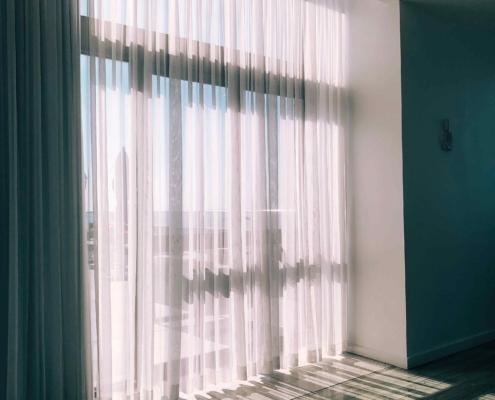 voilage pour fenêtre sur mesure a l'atelier de la couture, couturière la Roche-sur-Yon les sables d'olonne, champ saint père, luçon, angles, longeville sur mer, saint Benoit sur mer